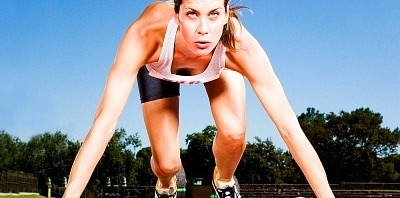 woman-runner-at-starting-blocks